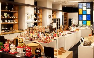 Aoyama Square, where you can meet handicrafts of Japanese craftsmen