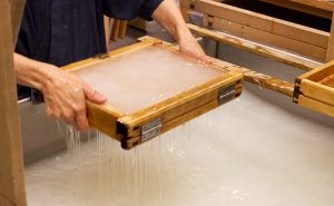 My experience of making washi paper during the workshop at Ozu Washi