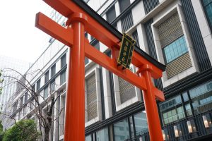 Fukutoku Shrine (Mebuki Inari), a power spot in the buzzing commercial district of Nihonbashi, Tokyo